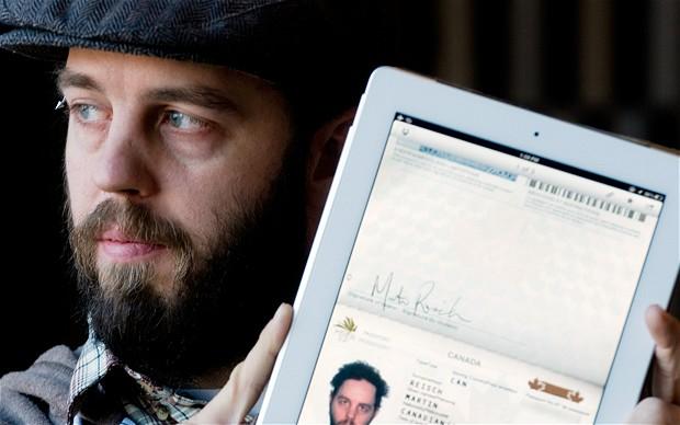 Documenti di viaggio su tablet e cellulare